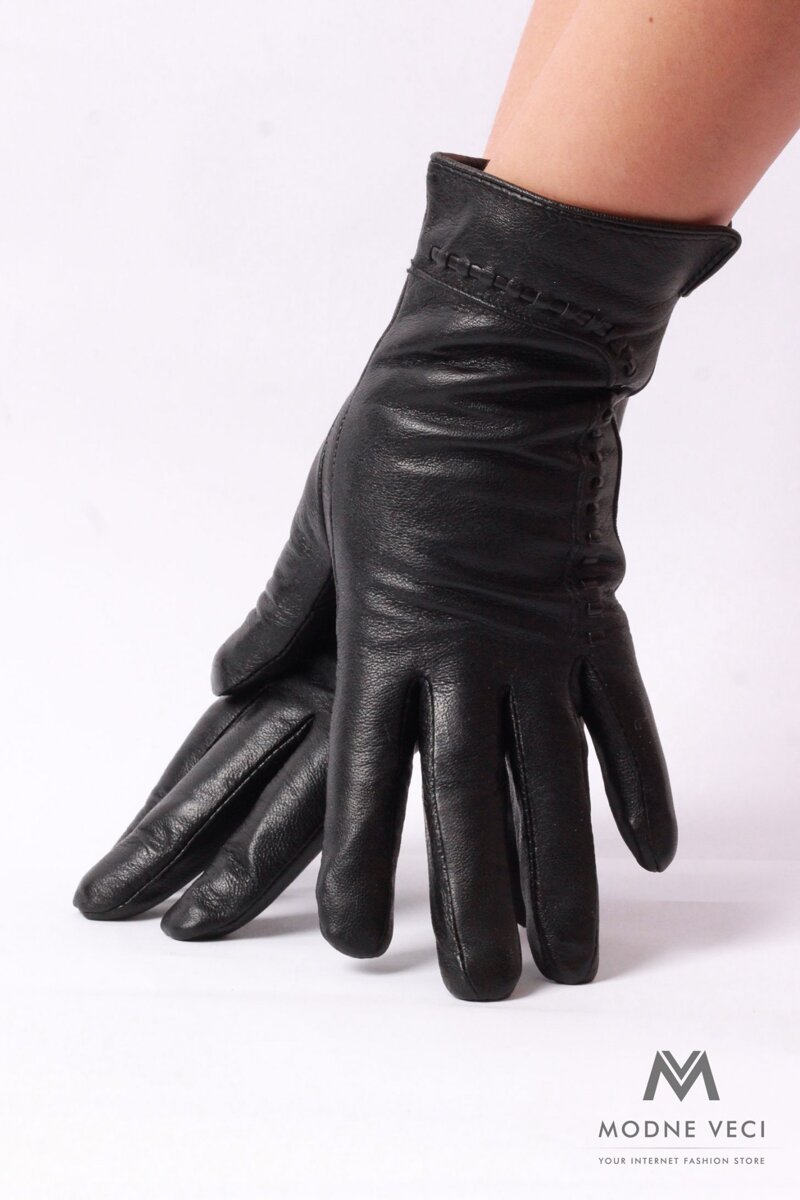 Kožené rukavice v čiernej farbe.