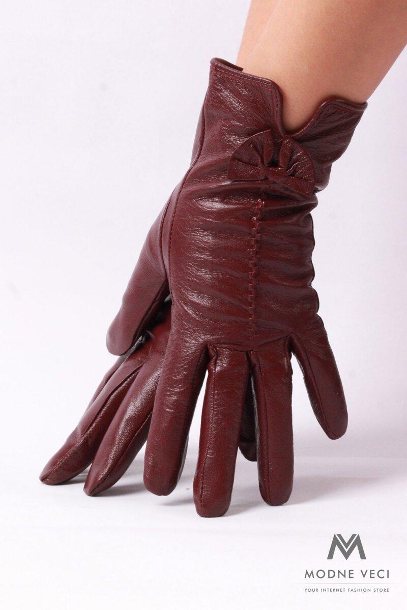Dámske kožené rukavice v zaujímavej farbe podšité mäkkou imitáciou kožušiny.