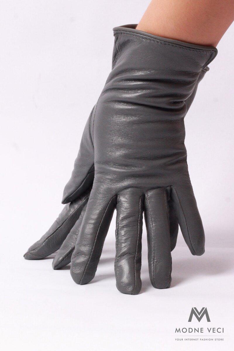 Jednoduché kožené rukavice bez vzoru, zateplené imitáciou kožušiny.