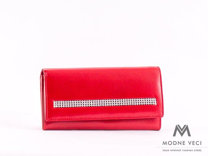 Elegantná peňaženka v sýto červenej farbe.