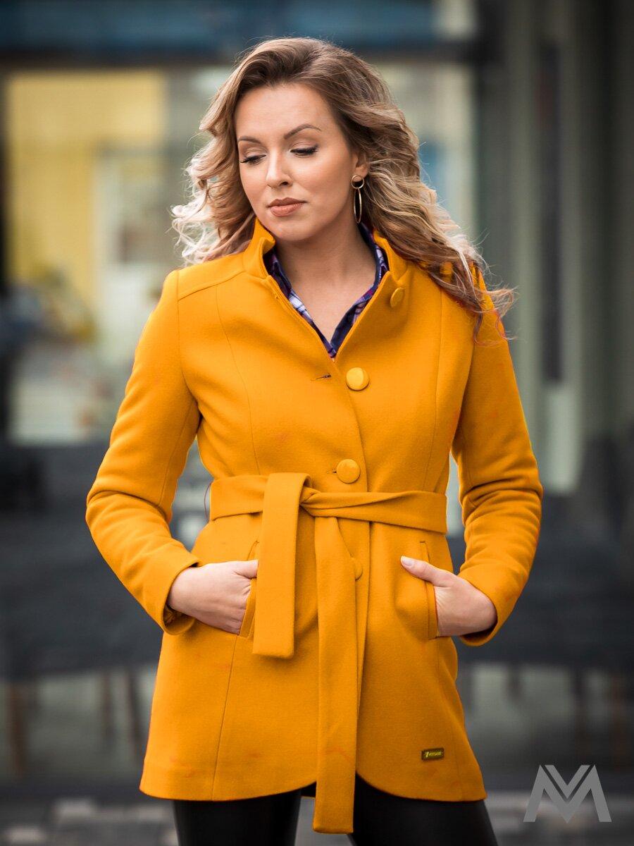 56b437852538 Elegantný dámsky kabát IGA horčicový