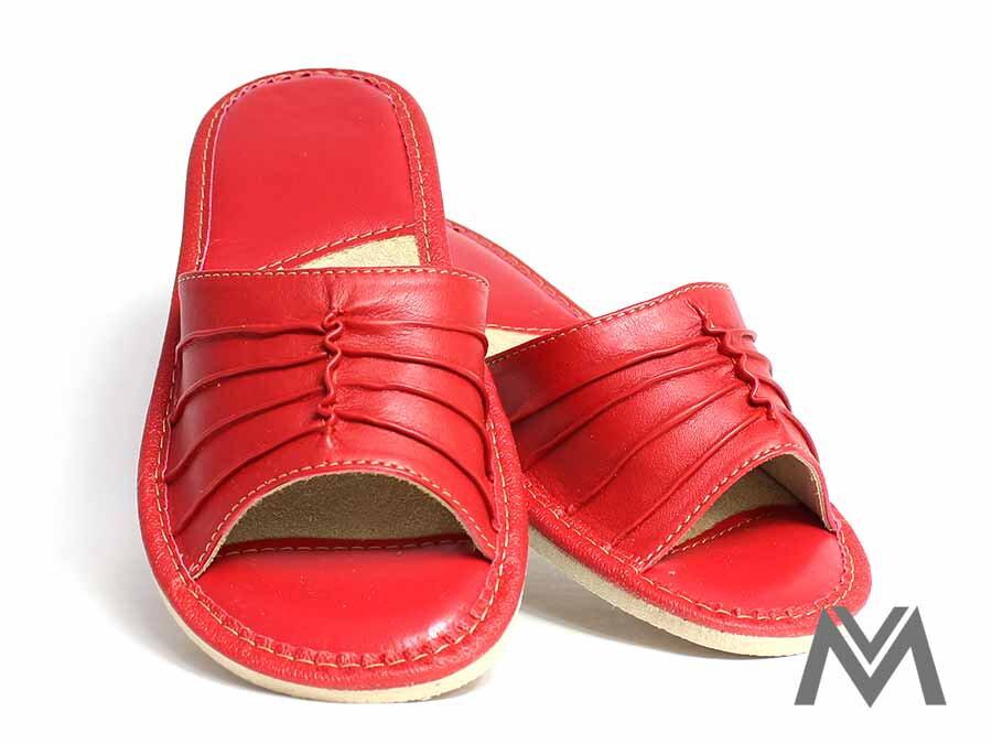 cf4d369e521d Papuče dámske kožené -model 9 červené opätok