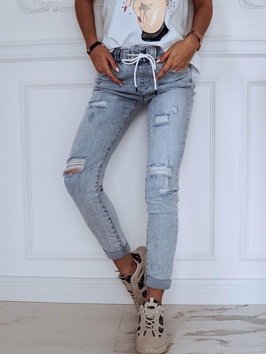 1e3ce10d61a8 Dámske Jeans svetlo modrej farby