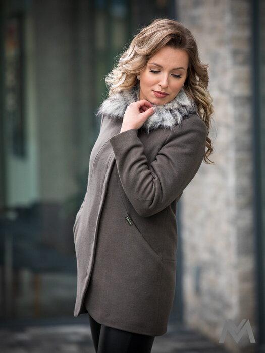 Luxusný dámsky kabát s kožušinkou DEYSI tmavá oliva 90917dc78e5