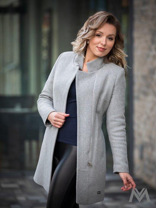 d0185c8eeb61 Trendový dámsky kabát SARA svetlošedý