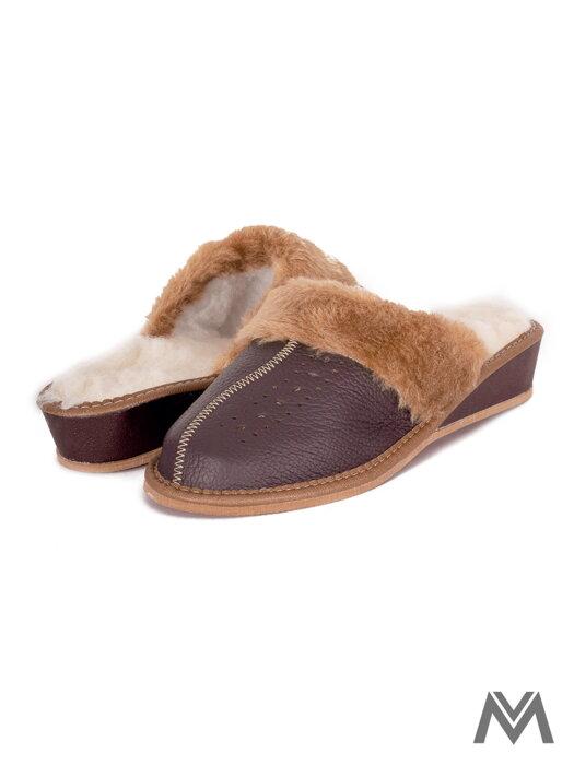 af91387ef327 Dámske kožené papuče model 42 čierne prešívané opätok